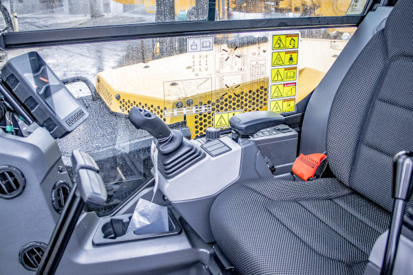 CAt 306 Mini Excavator Operator Compartment
