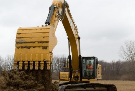 With a Cat bucket, the 336 excavator can cut through dirt with power and precision.